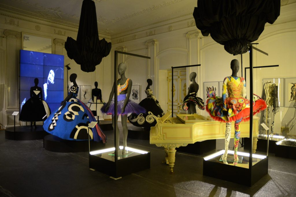 Gianni Versace, different shows